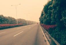在高速公路的缓慢的交通 库存照片
