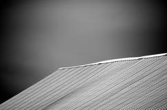 在黑白的金属屋顶 图库摄影