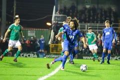在黄柏城市FC期间的Bastien Hery对在车床工的沃特福德FC比赛发怒为爱尔兰Division总理同盟  图库摄影
