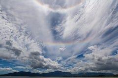 在重的雷暴以后的罕见的双重彩虹在斐济 免版税库存图片