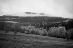 在镇Spindleruv Mlyn附近的山 捷克语 免版税库存照片