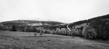 在镇Spindleruv Mlyn附近的山 捷克语 免版税图库摄影