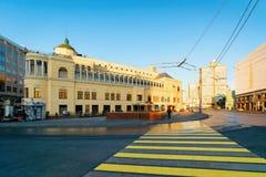 在Arbat广场和街道莫斯科的行人交叉路 图库摄影