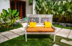 在eco手段的庭院的放松的椅子 免版税库存照片
