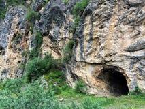在Kolsai湖附近的洞 免版税库存照片