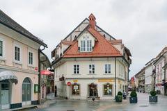 在Kronj老镇附近的美好的都市风景 库存照片