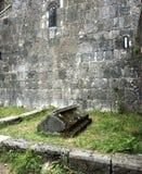 在Sanahin修道院的古老埋葬 免版税库存图片