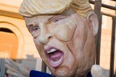 在viareggio狂欢节的唐纳德・川普面具  免版税图库摄影