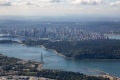 北温哥华区和温哥华市中心鸟瞰图  库存照片