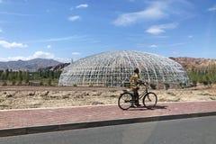 圆顶和中国工作者金属结构  免版税库存照片