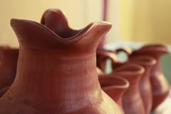 包含Chicha de Jora的陶瓷瓦器花瓶 免版税图库摄影