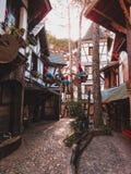 垂悬在被铺的道路middel的装饰地精  免版税图库摄影