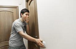 切断光在屋子里 背景概念家房子查出在白色 免版税图库摄影
