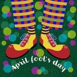 傻瓜` s天 可笑的腿在明亮的巨大的鞋子和泡影吹风机扮小丑 向量 向量例证