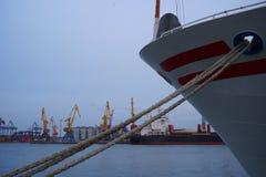 Łódkowate arkany, statek Cumownicza poczta na nabrzeżu, element dla cumować statki w schronieniu, bezpieczeństwo fotografia stock