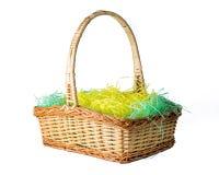 Łozinowy Wielkanocny kosz na białym tle obrazy royalty free