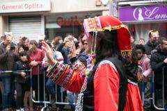 农历新年舞蹈和游行在Usera邻里,马德里,西班牙 免版税库存照片