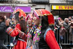 农历新年舞蹈和游行在Usera邻里,马德里,西班牙 库存照片
