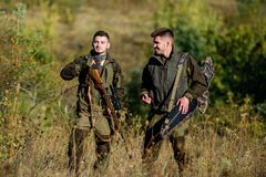 军队力量 伪装 军服 狩猎技能和武器设备 怎么轮狩猎到爱好里 人猎人 免版税库存图片