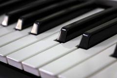 关闭锁上钢琴 库存图片