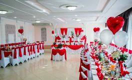 典雅的圆的党桌 设置能是为婚礼、生日,或者所有场合 图库摄影