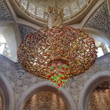 回教族长扎耶德Grand Mosque的枝形吊灯 免版税库存照片