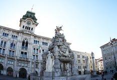 四个大陆和城镇厅的喷泉 图库摄影