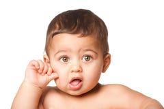 Śliczny dziecko niemowlak z dużym zielonych oczu kciukiem na policzku na bielu obraz royalty free