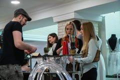Ślubny kłopot wystawa w Kirov Rosja fotografia stock