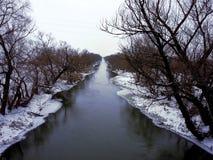 Śnieżny zimy rzeki krajobraz w Serbia zdjęcia royalty free