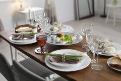 Świąteczny Passover stół ustawia w domu fotografia stock