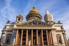 Świątobliwa Isaac katedra, ozdobny religijny gmach z złocistą kopułą - Świątobliwy Petersburg, Rosja zdjęcia royalty free