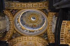 Świątobliwa Peter bazyliki kopuła z wewnątrz obrazy stock