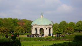 świątynia Diana anglicy uprawia ogródek królewskiego parkowego Munich bavaria fotografia royalty free