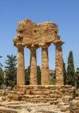Świątynia Rycynowa Dioscuri i Pollux Sławne antyczne ruiny w dolinie świątynie, Agrigento, Sicily, Włochy obrazy stock