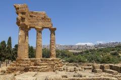Świątynia Rycynowa Dioscuri i Pollux Sławne antyczne ruiny w dolinie świątynie, Agrigento, Sicily, Włochy zdjęcia royalty free