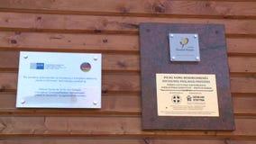 Świadectwo pierwszy bezwolny dom w Lithuania obwieszeniu na ścianie zbiory