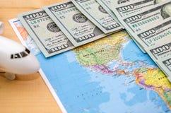 Światowa mapa i dolary dla tła obraz royalty free