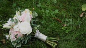 świeże bukiet róże Świąteczny bukiet świezi kwiaty ślub bukieta ślub poślubić kwiatów zbiory wideo