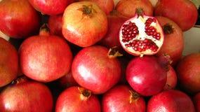 Świeże granatowiec owoc cięcia adra obrazy royalty free