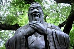 å' å  Confucius statua, Qingdao Chiny obraz stock