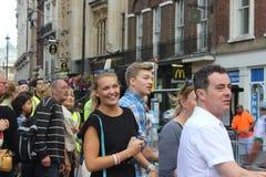 Åhörare som håller ögonen på den RideLondon händelsen Royaltyfri Foto