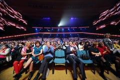 Åhörareapplåder på årsdagkonserten Arkivfoton