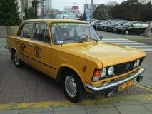 Åk taxi från seriella Zmiennicy FIAT 125p WPT 1313 Arkivbilder