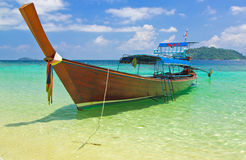 Åk taxi på havet på Andaman, Thailand Royaltyfria Bilder