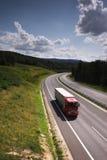 Åka lastbil på vägen Royaltyfri Fotografi