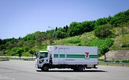 Åka lastbil parkering på gatan i Akita, Japan Royaltyfri Bild