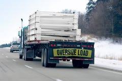 åka lastbil vinter Arkivbild
