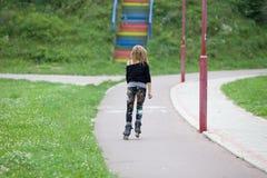 Åka skridskor för flicka Royaltyfria Bilder