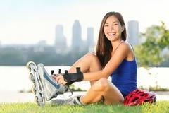 åka skridskor för flickarullskridsko Royaltyfri Fotografi